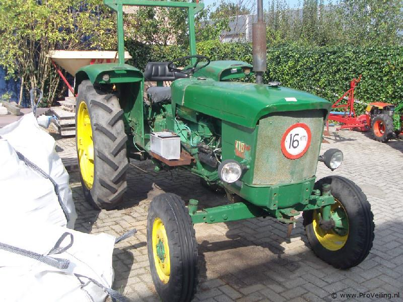 Veiling van diverse goederen te Nijeveen met o.a. land en tuinbouwmachines; gereedschappen; werkkleding etc.