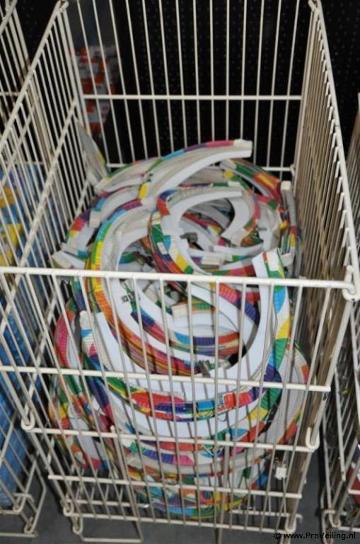 Veiling van diverse goederen te Biddinghuizen met o.a. huishoudelijke artikelen; gereedschap & diverse markthandel
