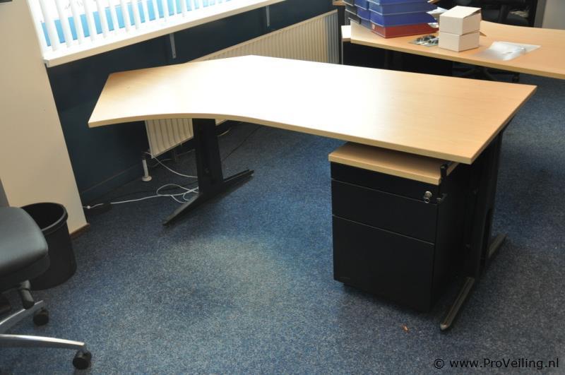 "Faillissementsveiling (kantoor) inventaris ""Vopav Re-integratie & Scholing B.V."" te Amsterdam"