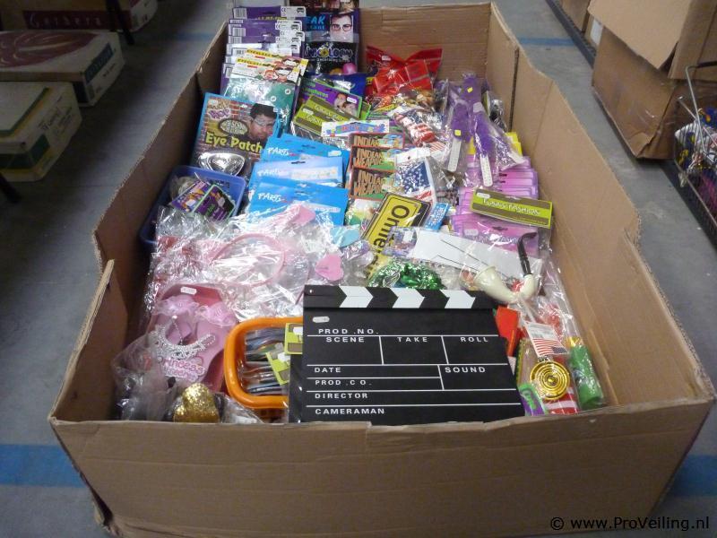 Veiling van diverse goederen te Biddinghuizen met o.a. feestartikelen; gereedschap & diverse markthandel
