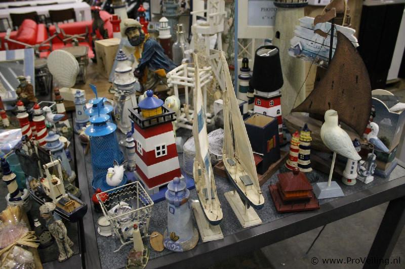 Veiling van een partij diverse Maritime decoratieartikelen te Surhuisterveen