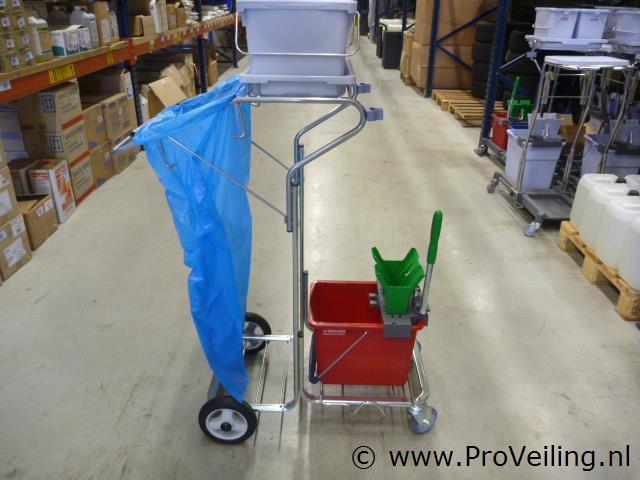 Overstock veiling van diverse professionele schoonmaakbenodigdheden te Biddinghuizen