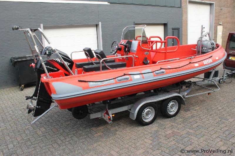 Veiling van een exclusieve rubberen boot, bestelwagen & verkoopwagen te Ede