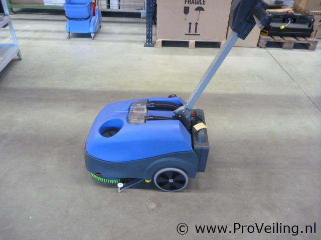 Veiling van diverse schoonmaak/onderhoudsproducten, machines, en sanitaire voorzieningen van bekende merken te Biddinghuizen