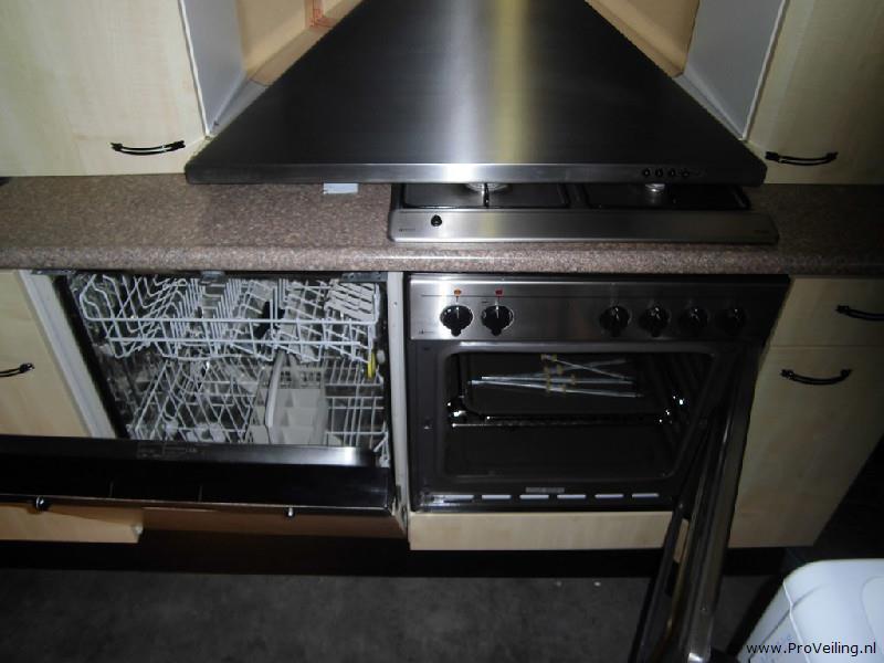 Veiling van diverse complete keukens en inbouwapparatuur te Leeuwarden