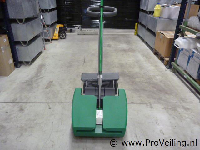 Veiling van diverse schoonmaak/onderhoudsproducten, machines & accessoires te Biddinghuizen