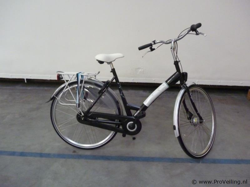 Veiling van diverse goederen te Biddinghuizen met o.a. fietsen; meubilair & partijhandel etc.