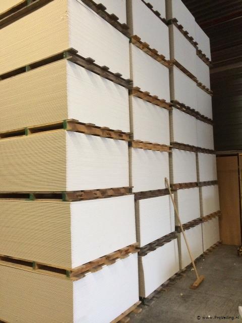 Veiling van diverse goederen te Vriezenveen o.a. sanitair, gipsplaten, vloer & wandtegels etc.