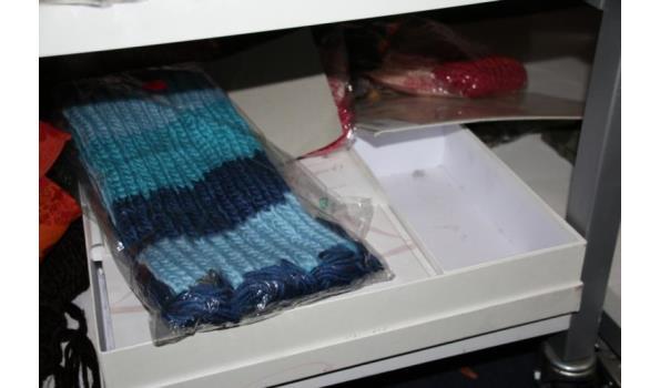 Diverse sjaals en mutsen
