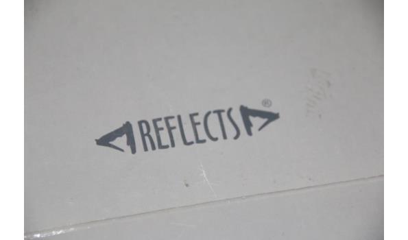 Reflects stereo radio