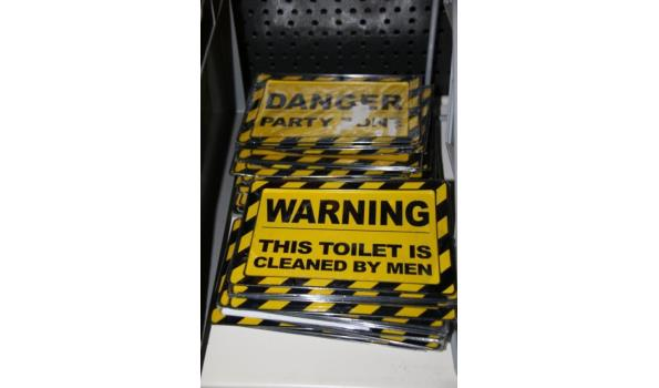 Bordjes met diverse tekst - o.a. Danger party zone en warning this toilet is cleaned by men