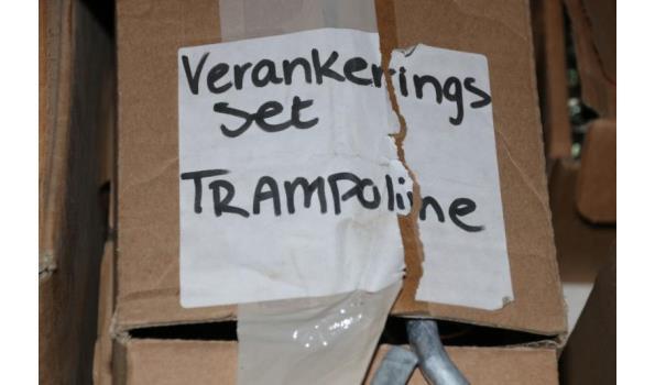 Diversen o.a. schroefankers, verankering set trampoline - ca. 15 doosjes