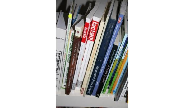 Diverse boeken o.a. The official GMAT guide 2015, Contemporary strategy analysis - ca. 40 stuks