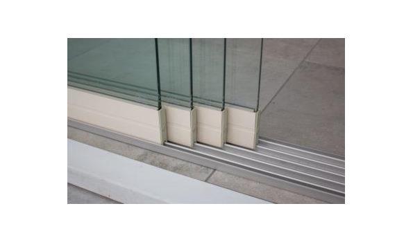 Glazen schuifdeursysteem 4 deurs, veiligheidsglas 10 mm, 3920mm breed, 2450mm hoog, crémewit RAL9001