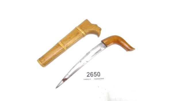 Oud mes met houten schede