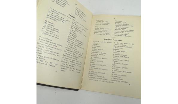 Antiek boek . The common things