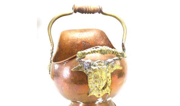 Grote koperen met bronzen helmkit