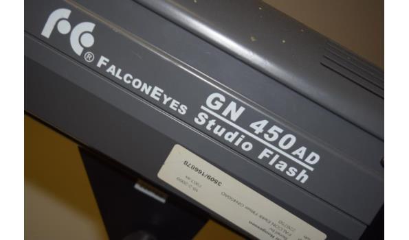 FalconEyes studioverlichting op statief