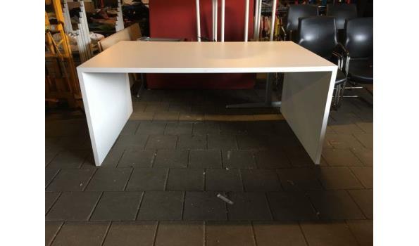 Grote design tafel
