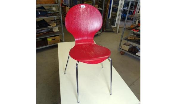 Design houten stoel op verchroomde potem