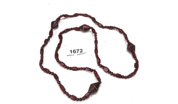 Lange halsketting met houten kralen