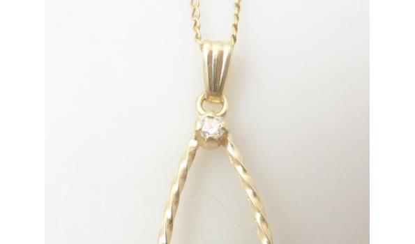 Geelgouden collier met parel en diamant