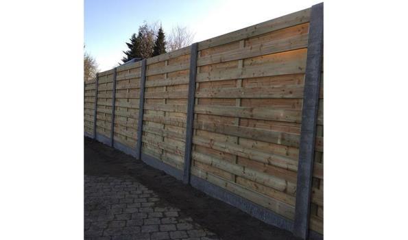 Tuinschutting hout met beton, 28mtr