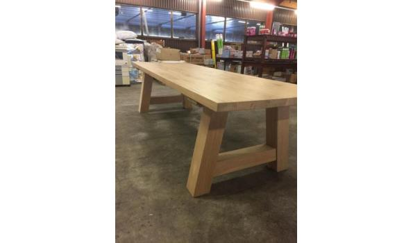 Eiken tafel met trapeze poten, 240 x 100 cm