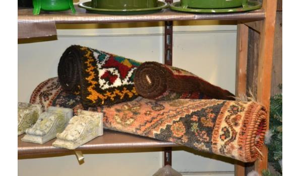 Partij diversen o.a. bloempotten in diverse kleuren & vloerkleden