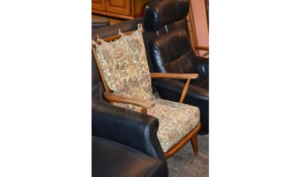 Relaxstoelen, diverse kleuren o.a. kleur zwart (skai) leder - aantal 4 stuks