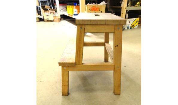 Massief houten keukenopstap