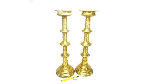Paar hoge en zware brons koperen penkandelaren