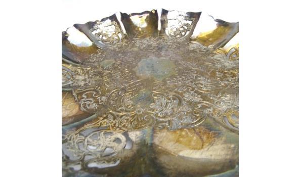 Antiek verzilverde schaal met gedreven decor
