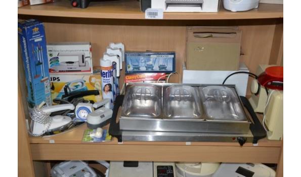 Partij huishoudelijke apparaten o.a. strijkijzers & warmhoudbakken