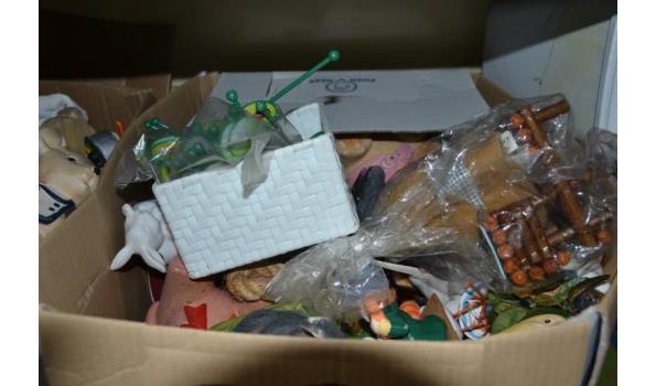Partij huishoudelijke artikelen in doos o.a. decoratiematerialen