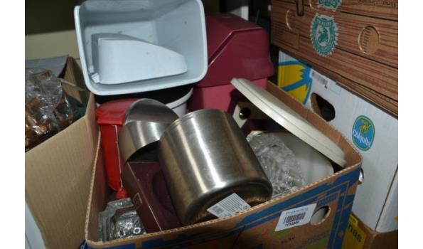Partij huishoudelijke artikelen in doos o.a. afvalbakken