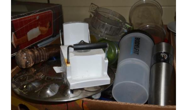 Partij huishoudelijke artikelen in doos