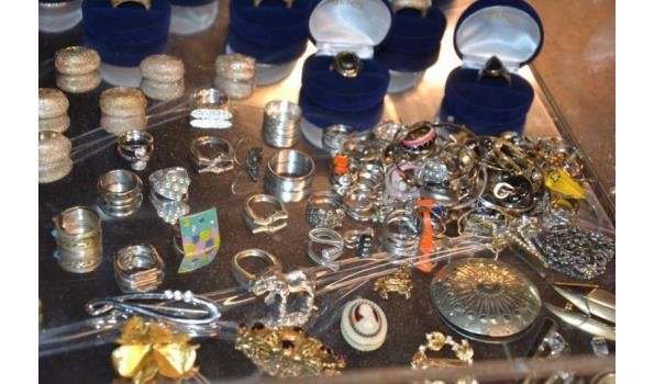 Partij sieraden o.a. ringen & kettingen