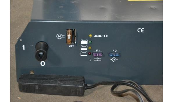 Accu-/ Batterij lader onboard, (loodzuur batterijen), 12 volt,