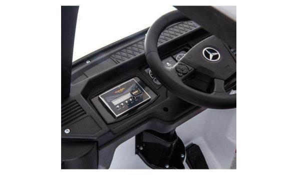Elektrische Mercedes kindervrachtwagen