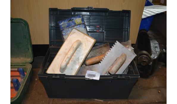 Partij gereedschap in gereedschapskoffer