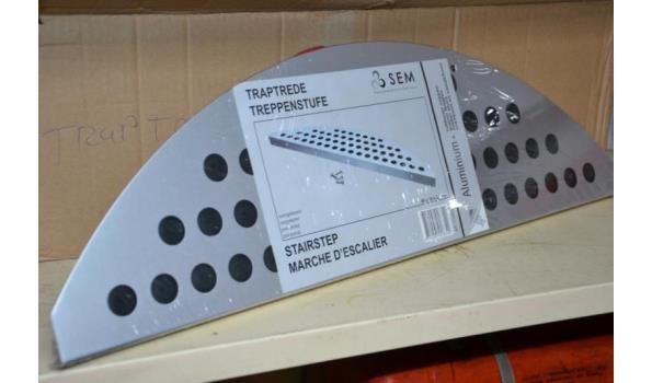 Aluminium traptrede SEM 60 x 18 x 2,5cm - ca 14 stuks