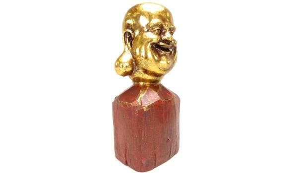 Happy Boeddha hoofd op houten basement