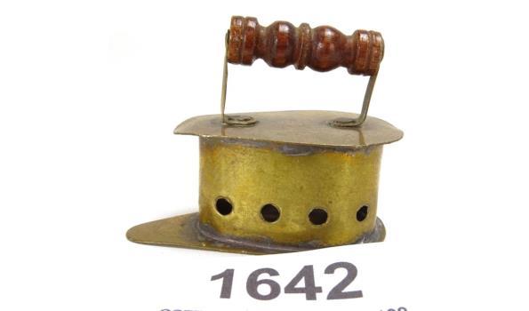 Miniatuur koperen strijkijzer