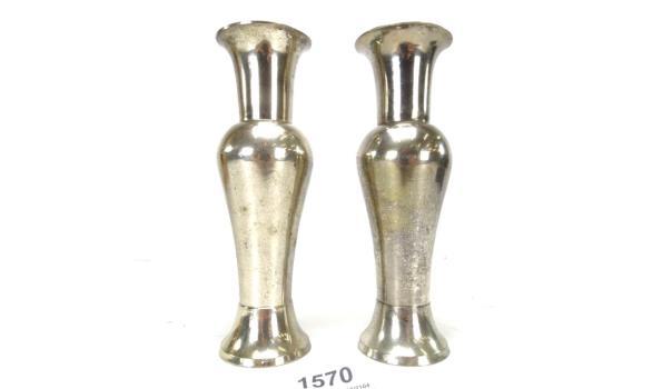 Paar gestileerde verzilverde vazen