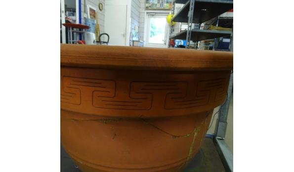 Zeer grote terracotta pot