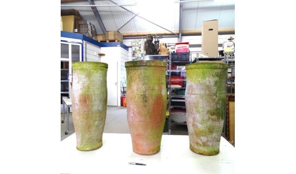 3 zeer hoge handgebakken terracotta bloempotten