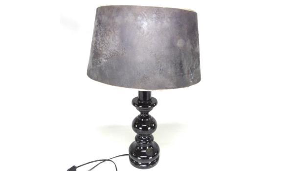 Houten gelakte lampvoet met stoffen kap