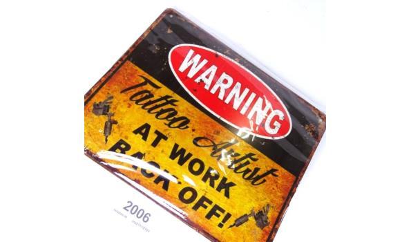 Metalen bord warning