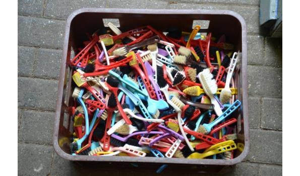 Kleine borstels/schoenenpoetsborsteltjes - aantal ca. 300 stuks